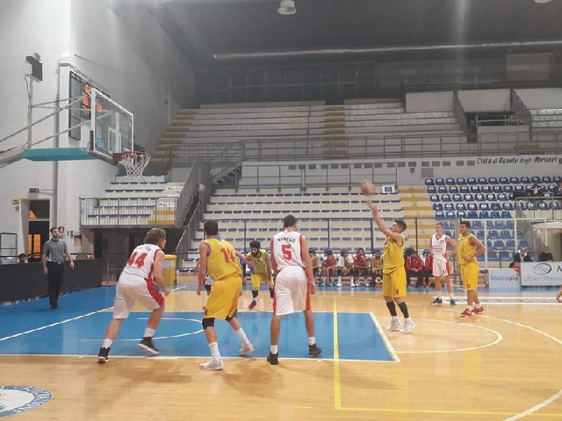 https://www.basketmarche.it/immagini_articoli/08-12-2018/scafidi-giandomenico-trascinano-olimpia-mosciano-chem-virtus-600.jpg