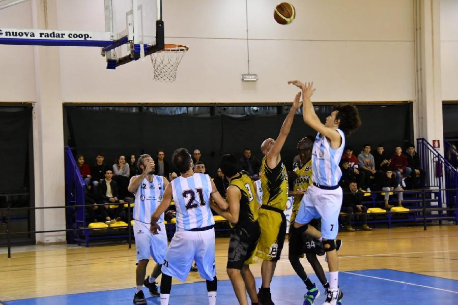 https://www.basketmarche.it/immagini_articoli/08-12-2019/babadook-foresta-rieti-espugna-campo-basket-passignano-600.jpg