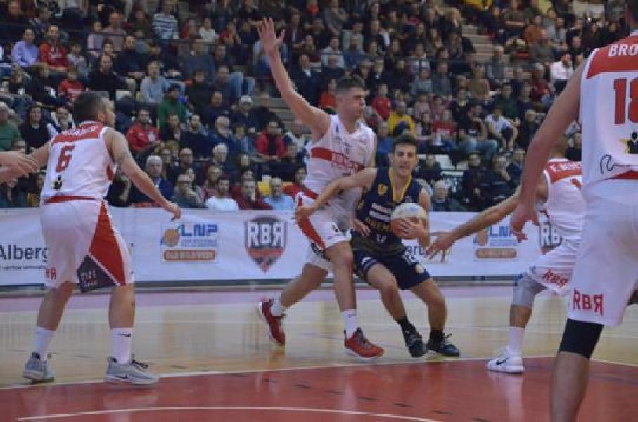 https://www.basketmarche.it/immagini_articoli/08-12-2019/sutor-montegranaro-incassa-pesante-sconfitta-campo-rinascita-basket-rimini-600.jpg