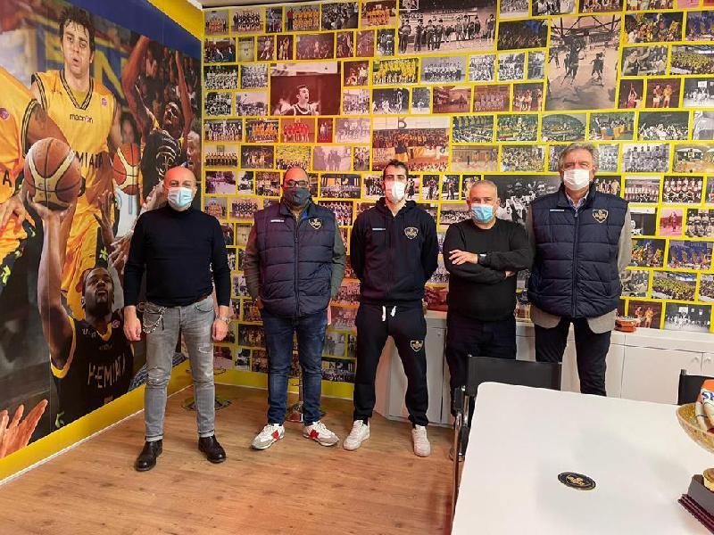 https://www.basketmarche.it/immagini_articoli/09-01-2021/sutor-montegranaro-inaugurata-sede-societ-600.jpg