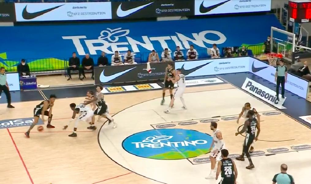 https://www.basketmarche.it/immagini_articoli/09-01-2021/virtus-bologna-espugna-campo-aquila-basket-trento-600.png