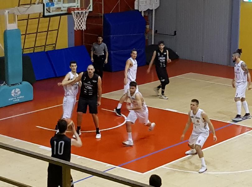 https://www.basketmarche.it/immagini_articoli/09-02-2019/basket-todi-firma-impresa-campo-urbania-sale-testa-classifica-600.jpg