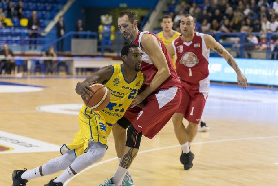 https://www.basketmarche.it/immagini_articoli/09-02-2019/poderosa-montegranaro-campo-bakery-piacenza-decima-vittoria-consecutiva-600.jpg