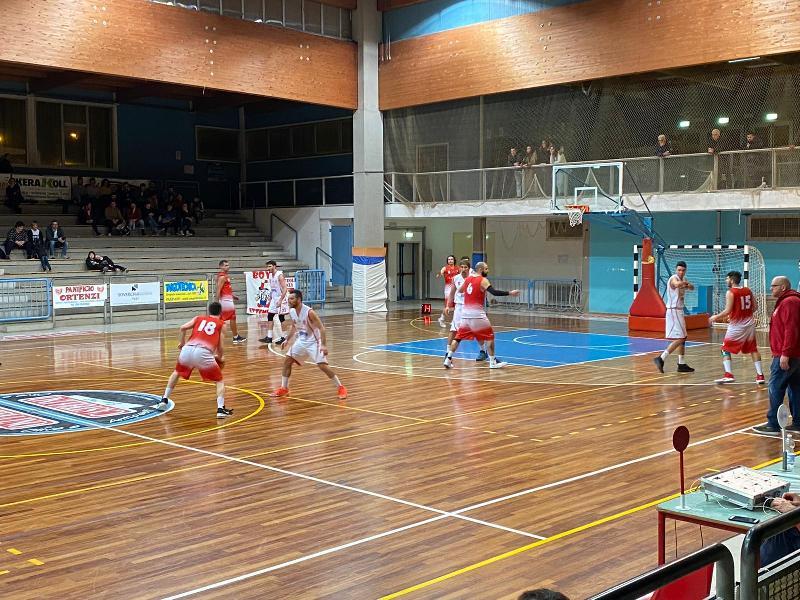https://www.basketmarche.it/immagini_articoli/09-02-2020/basket-maceratese-subito-vittoria-ferma-corsa-amatori-severino-600.jpg