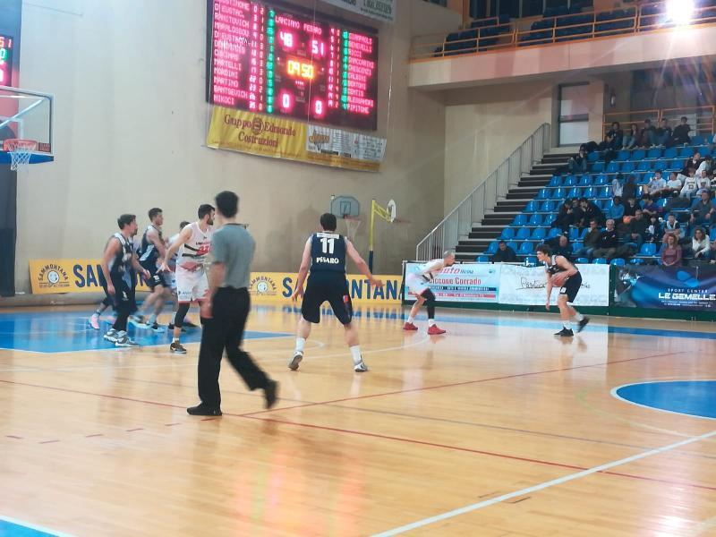 https://www.basketmarche.it/immagini_articoli/09-02-2020/grande-bramante-pesaro-espugna-campo-unibasket-lanciano-600.jpg