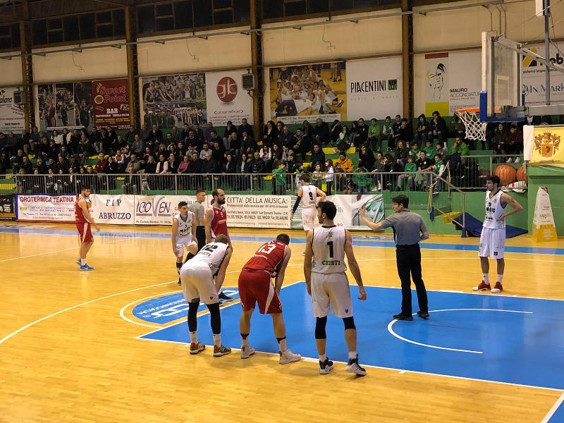 https://www.basketmarche.it/immagini_articoli/09-02-2020/magic-basket-chieti-vince-nettamente-derby-vasto-basket-600.jpg