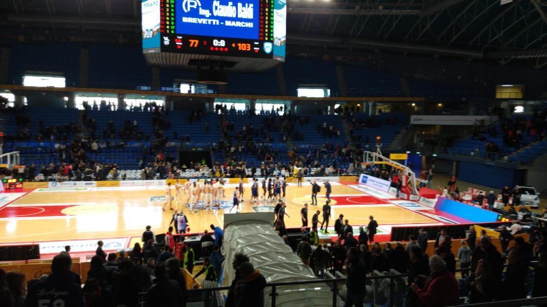 https://www.basketmarche.it/immagini_articoli/09-02-2020/pesaro-happy-casa-brindisi-passeggia-vitrifrigo-arena-600.jpg