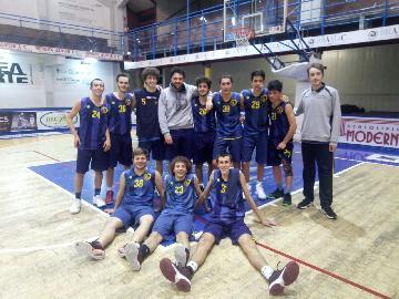 https://www.basketmarche.it/immagini_articoli/09-03-2018/under-20-regionale-la-sutor-bk-1955-montegranaro-vince-il-derby-contro-la-sutor-montegranaro-270.jpg