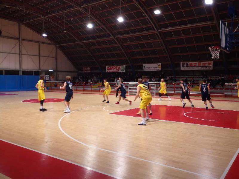 https://www.basketmarche.it/immagini_articoli/09-03-2019/brutta-prestazione-basket-giovane-pesaro-derby-loreto-pesaro-600.jpg