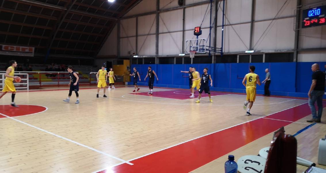 https://www.basketmarche.it/immagini_articoli/09-03-2019/loreto-pesaro-vince-derby-basket-giovane-conferma-capolista-600.jpg
