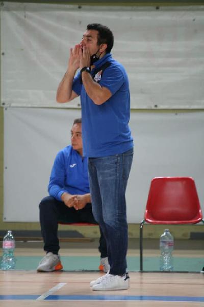 https://www.basketmarche.it/immagini_articoli/09-03-2021/mola-coach-castellitto-siamo-stati-bravi-soprattutto-difesa-tornare-campo-stato-emozionante-600.jpg