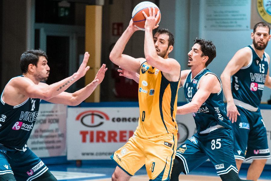 https://www.basketmarche.it/immagini_articoli/09-04-2021/ufficiale-separano-strade-sutor-montegranaro-capitan-tommaso-minoli-600.jpg