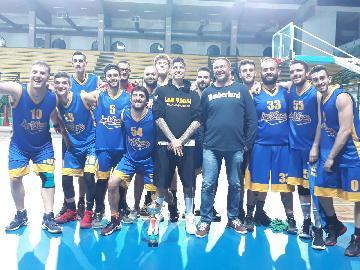 https://www.basketmarche.it/immagini_articoli/09-05-2018/csi-la-sambenedettese-basket-batte-i-monstars-bellante-e-conquista-la-coppa-csi-270.jpg
