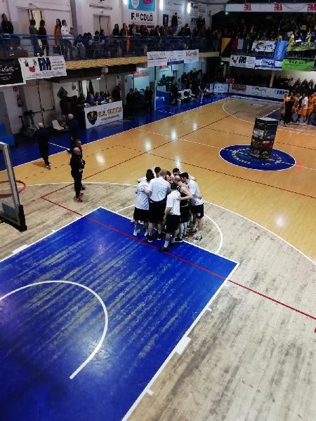 https://www.basketmarche.it/immagini_articoli/09-05-2019/gold-playoff-unibasket-lanciano-favola-porta-sutor-montegranaro-bella-600.jpg