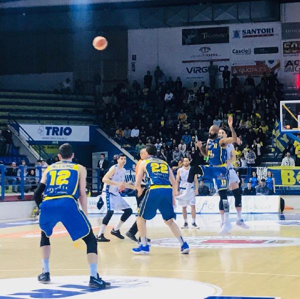 https://www.basketmarche.it/immagini_articoli/09-05-2019/poderosa-montegranaro-conquista-quarti-parole-coach-pancotto-matteo-malermo-600.jpg