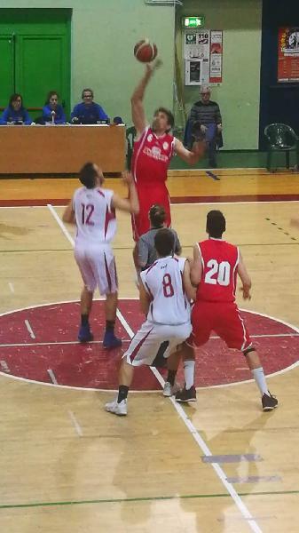 https://www.basketmarche.it/immagini_articoli/09-05-2019/regionale-playout-gara-amatori-severino-salva-porto-potenza-sfider-fermo-600.jpg