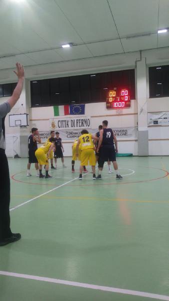 https://www.basketmarche.it/immagini_articoli/09-05-2019/regionale-playout-victoria-fermo-rinvia-appuntamento-salvezza-600.jpg