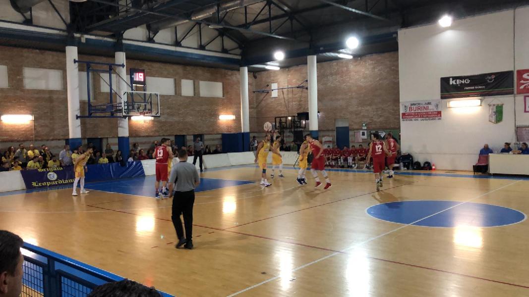 https://www.basketmarche.it/immagini_articoli/09-05-2019/serie-silver-playoff-gara-recanati-pareggia-conti-teramo-spicchi-finale-600.jpg