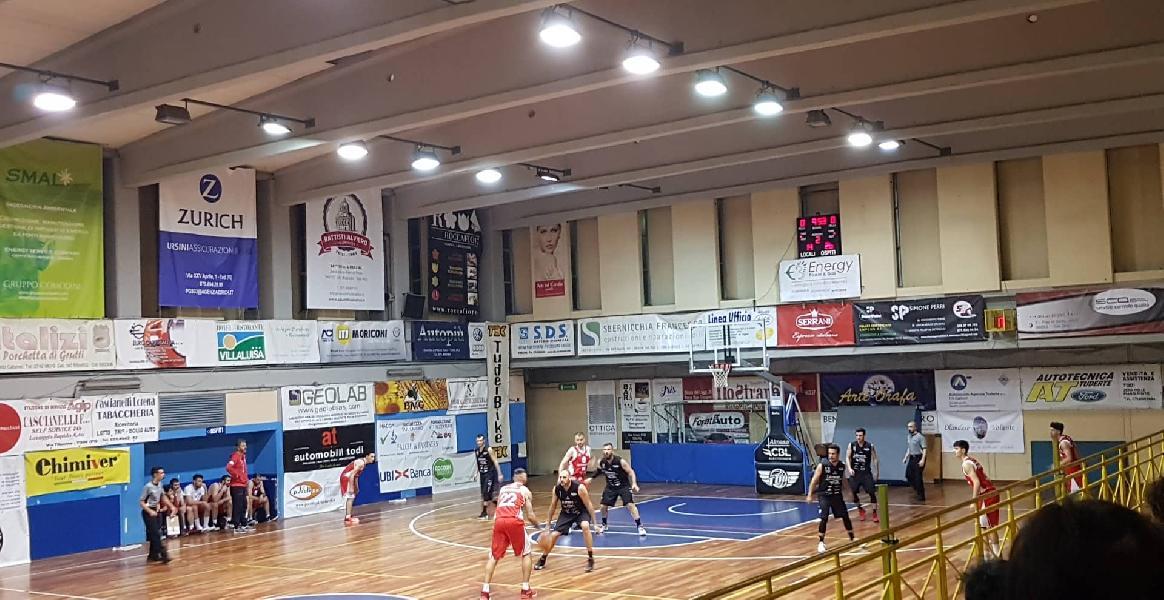 https://www.basketmarche.it/immagini_articoli/09-05-2019/serie-silver-playoff-teramo-spicchi-passa-campo-basket-todi-vola-finale-600.jpg