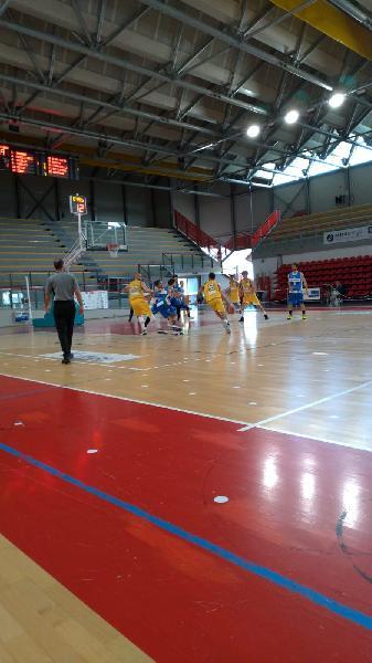 https://www.basketmarche.it/immagini_articoli/09-05-2021/montemarciano-espugna-campo-pallacanestro-recanati-600.jpg