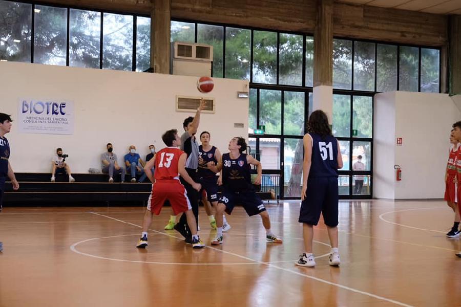 https://www.basketmarche.it/immagini_articoli/09-06-2021/silver-sporting-pselpidio-supera-sacrata-porto-potenza-600.jpg