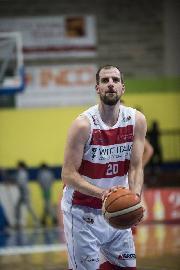 https://www.basketmarche.it/immagini_articoli/09-07-2018/serie-b-nazionale-altro-grande-colpo-di-mercato-per-lo-janus-fabriano-firmato-santiago-boffelli-270.jpg