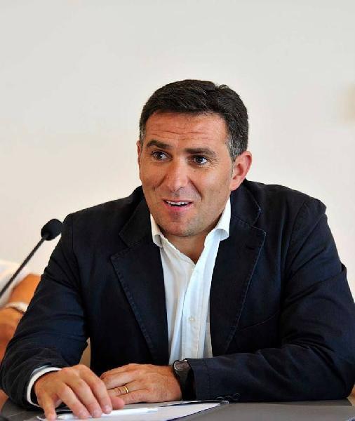 https://www.basketmarche.it/immagini_articoli/09-07-2020/pesaro-stefano-cioppi-delfino-porter-leadership-esperienza-siamo-entusiasti-questa-scelta-600.jpg
