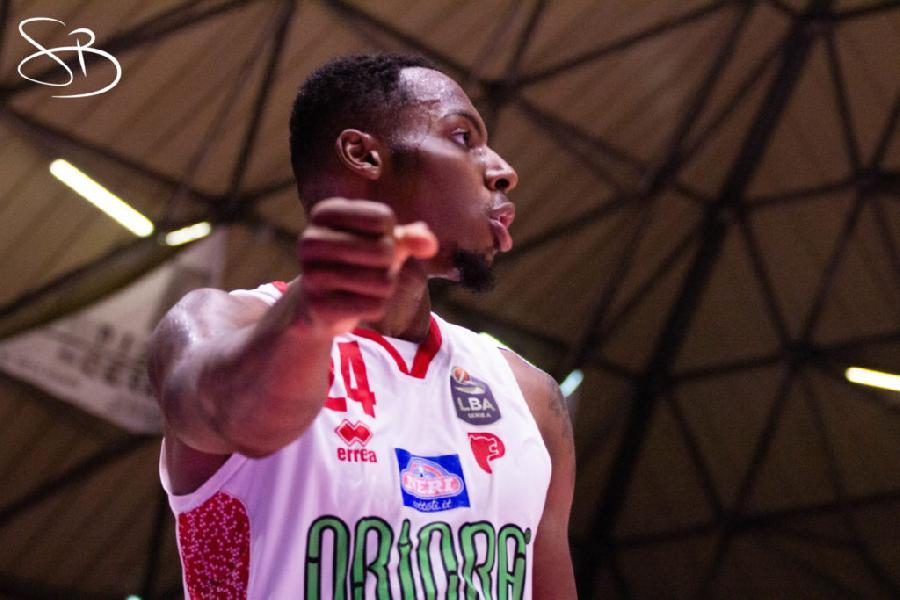 https://www.basketmarche.it/immagini_articoli/09-07-2020/ufficiale-pistoia-basket-carl-wheatle-insieme-anche-prossima-stagione-600.jpg