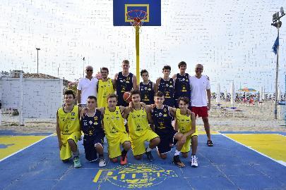 https://www.basketmarche.it/immagini_articoli/09-08-2018/serie-a2-inaugurato-a-porto-san-giorgio-il-primo-poderosa-playground-270.jpg
