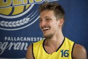 https://www.basketmarche.it/immagini_articoli/09-08-2018/serie-a2-la-poderosa-montegranaro-ha-presentato-andrea-traini-le-prime-parole-del-neo-gialloblu-120.jpg