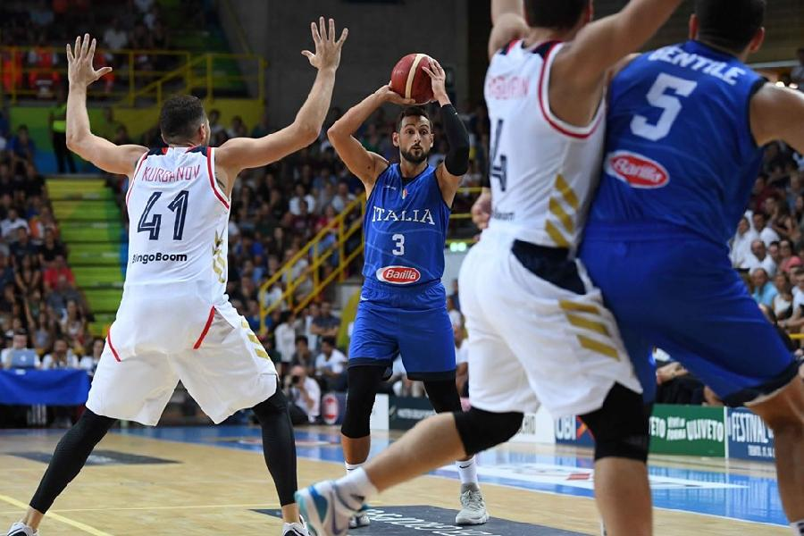 https://www.basketmarche.it/immagini_articoli/09-08-2019/verona-basketball-tripla-fridzon-beffa-italbasket-russia-vince-rimonta-600.jpg
