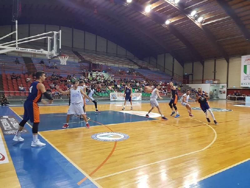 https://www.basketmarche.it/immagini_articoli/09-09-2018/trofeo-sima-aurora-jesi-supera-janus-fabriano-conquista-terzo-posto-600.jpg