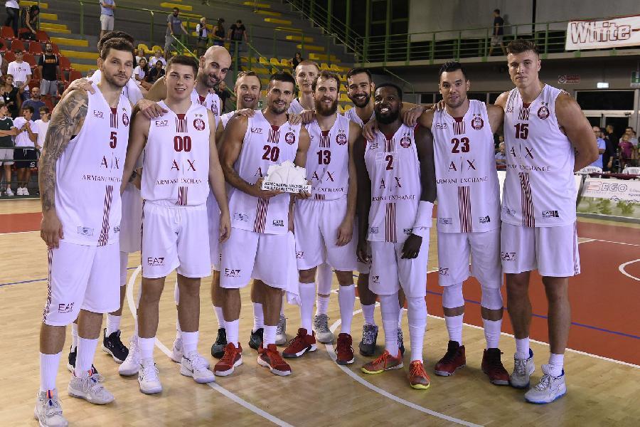 https://www.basketmarche.it/immagini_articoli/09-09-2019/olimpia-milano-chiude-tourne-toscana-sfida-pistoia-basket-600.jpg