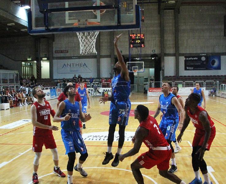 https://www.basketmarche.it/immagini_articoli/09-09-2019/tripla-scadere-regala-trofeo-palladio-pallacanestro-trieste-longhi-treviso-600.jpg