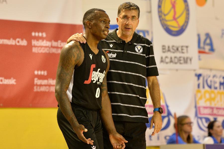 https://www.basketmarche.it/immagini_articoli/09-09-2019/virtus-bologna-coach-bjedov-dispiaciuto-atteggiamento-squadra-dobbiamo-lavorare-600.jpg