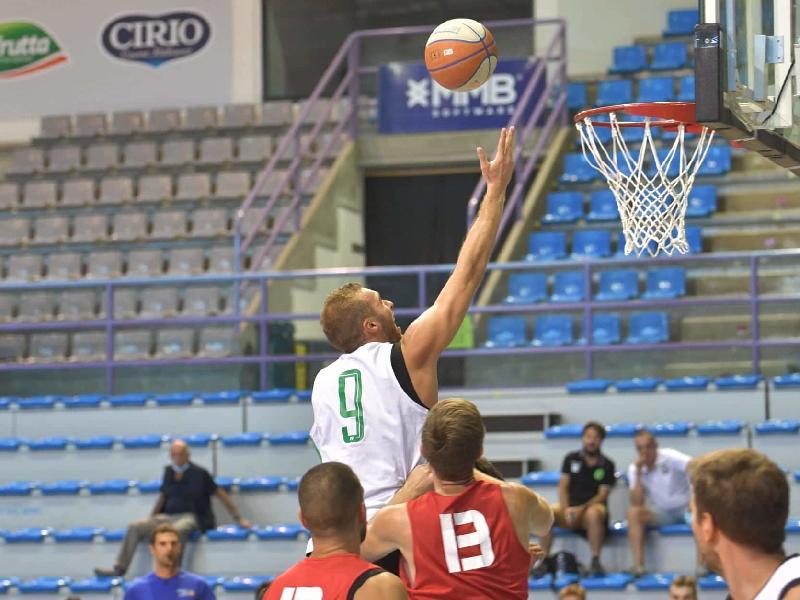 https://www.basketmarche.it/immagini_articoli/09-09-2021/buon-test-raggisolaris-faenza-andrea-costa-imola-600.jpg