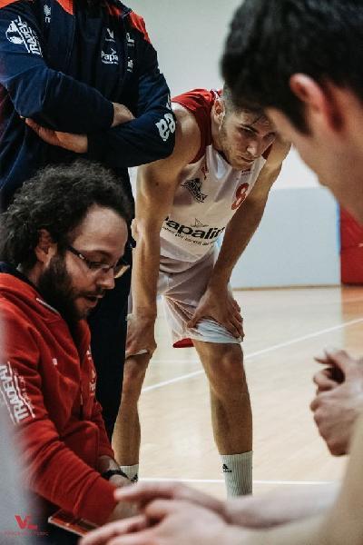 https://www.basketmarche.it/immagini_articoli/09-10-2019/pesaro-under-coach-luminati-siamo-ancora-indietro-aspettano-sfide-livello-600.jpg