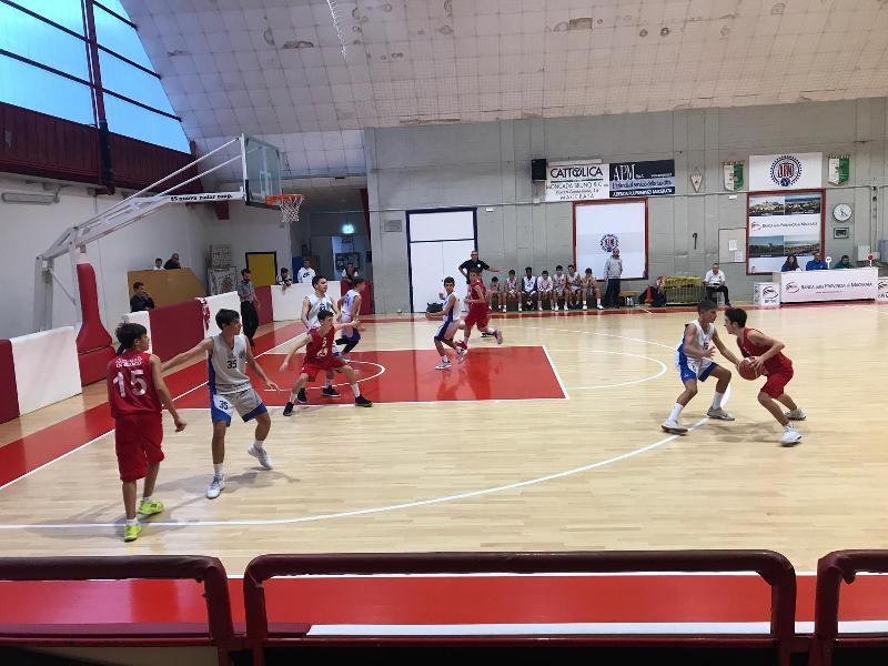 https://www.basketmarche.it/immagini_articoli/09-10-2019/under-basket-maceratese-parte-piede-giusto-supera-eticamente-gioco-600.jpg