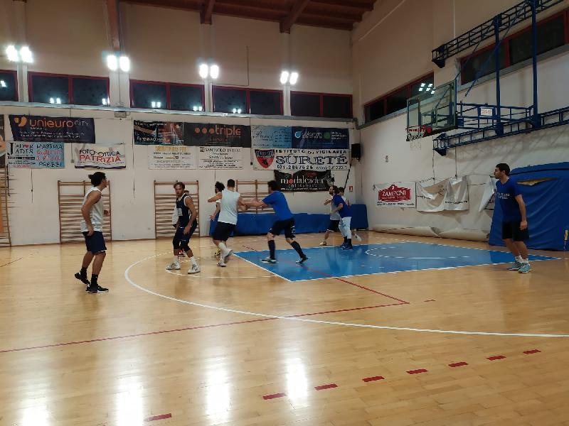 https://www.basketmarche.it/immagini_articoli/09-10-2020/pallacanestro-acqualagna-amichevole-campo-montemarciano-600.jpg