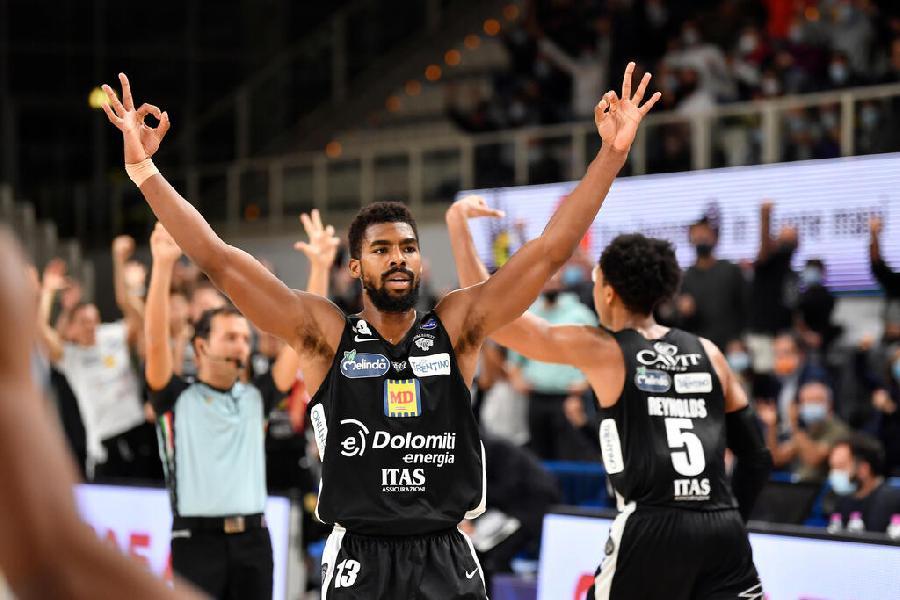 https://www.basketmarche.it/immagini_articoli/09-10-2021/aquila-basket-trento-batte-vanoli-cremona-conquista-prima-vittoria-stagionale-600.jpg