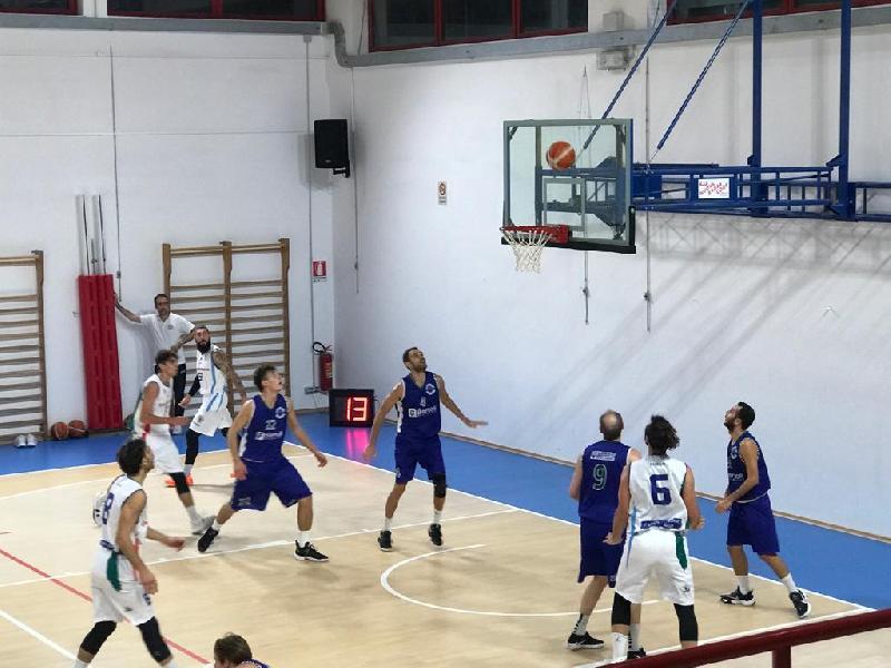 https://www.basketmarche.it/immagini_articoli/09-10-2021/convincente-esordio-montemarciano-bartoli-mechanics-600.jpg