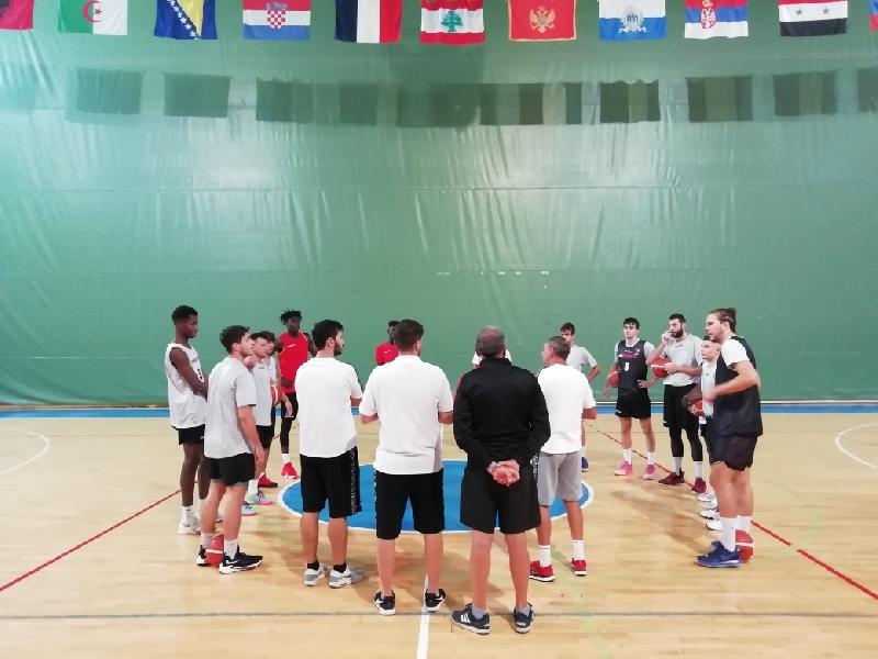 https://www.basketmarche.it/immagini_articoli/09-10-2021/unibasket-lanciano-riceve-visita-basket-termoli-600.jpg