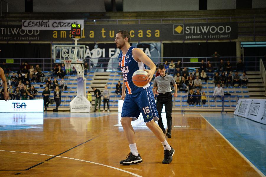 https://www.basketmarche.it/immagini_articoli/09-11-2019/aurora-jesi-ospita-bakery-piacenza-marko-micevic-attende-partita-playoff-600.jpg