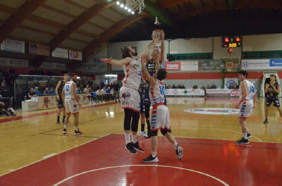 https://www.basketmarche.it/immagini_articoli/09-11-2019/grande-sutor-montegranaro-espugna-campo-flying-balls-ozzano-600.jpg
