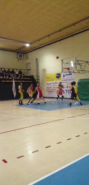 https://www.basketmarche.it/immagini_articoli/09-11-2019/sericap-cannara-espugna-campo-babadook-foresta-rieti-dopo-supplementare-600.jpg