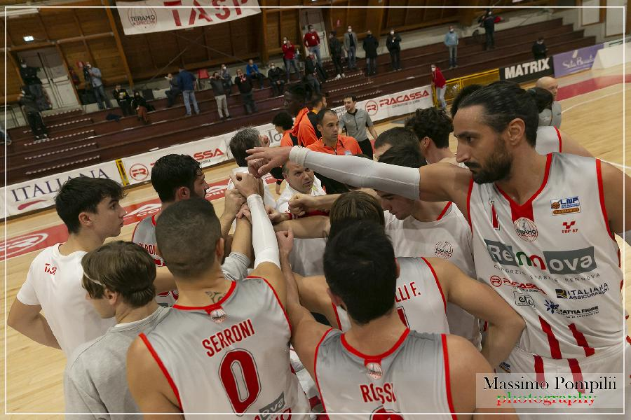 https://www.basketmarche.it/immagini_articoli/09-11-2020/teramo-spicchi-coach-stirpe-usciamo-supercoppa-testa-alta-600.jpg