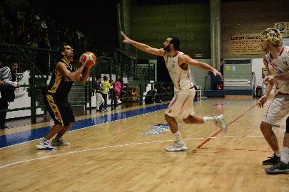 https://www.basketmarche.it/immagini_articoli/09-12-2017/serie-c-silver-il-programma-e-gli-arbitri-dell-undicesima-giornata-270.jpg