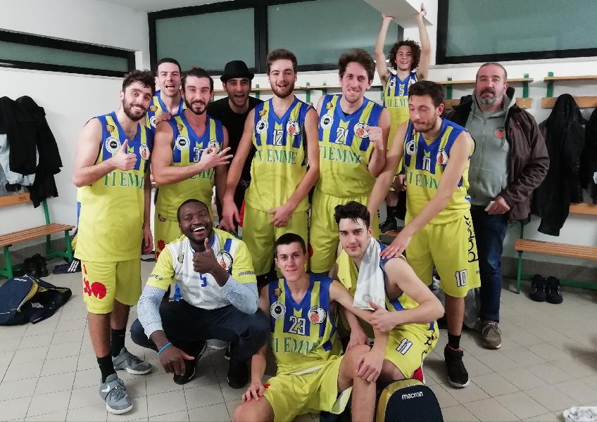 https://www.basketmarche.it/immagini_articoli/09-12-2018/basket-fermo-esulta-scadere-gode-quarta-vittoria-consecutiva-600.jpg