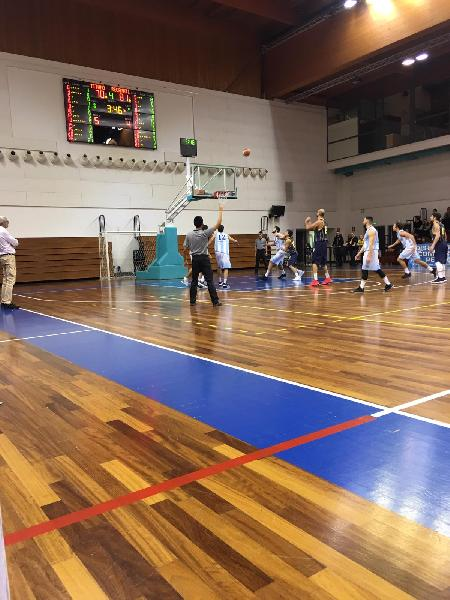 https://www.basketmarche.it/immagini_articoli/09-12-2018/decima-giornata-urbania-assisi-volano-bene-recanati-todi-prima-gioia-gualdo-600.jpg