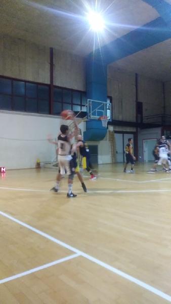 https://www.basketmarche.it/immagini_articoli/09-12-2018/mazzella-dice-permette-ascoli-basket-fermare-corsa-vigor-matelica-600.jpg